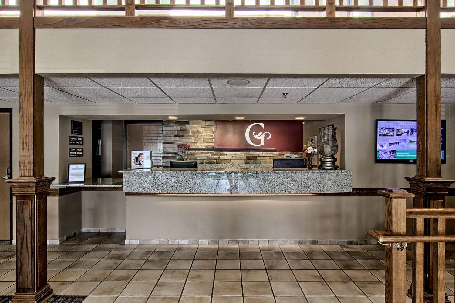 Lobby - GrandStay Hotel & Suites Traverse City