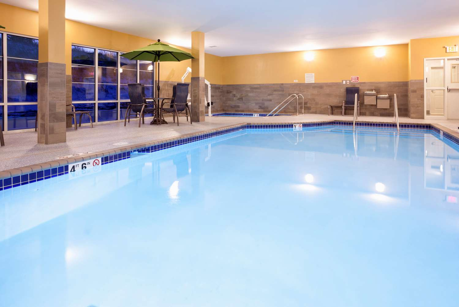 Pool - GrandStay Hotel & Suites Cannon Falls