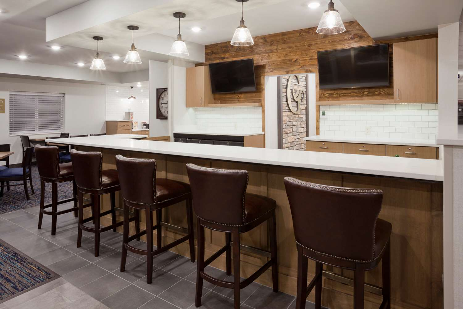 Bar - GrandStay Hotel & Suites Cannon Falls