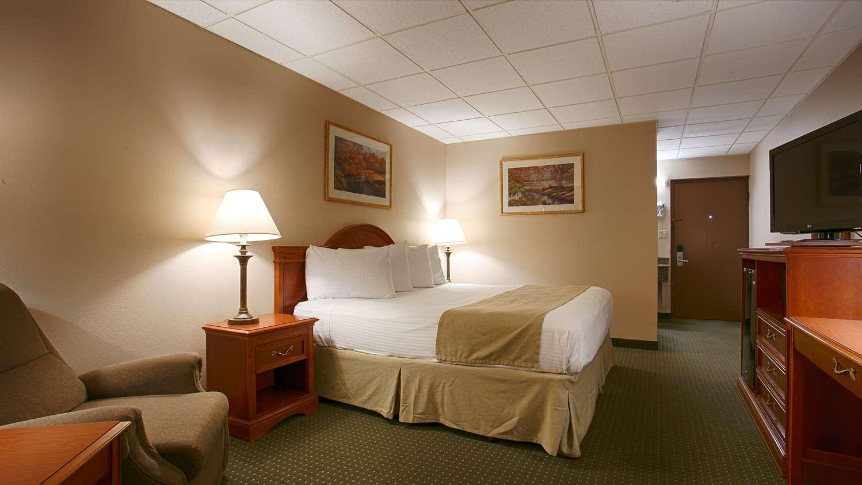 Room - SureStay Hotel by Best Western McPherson