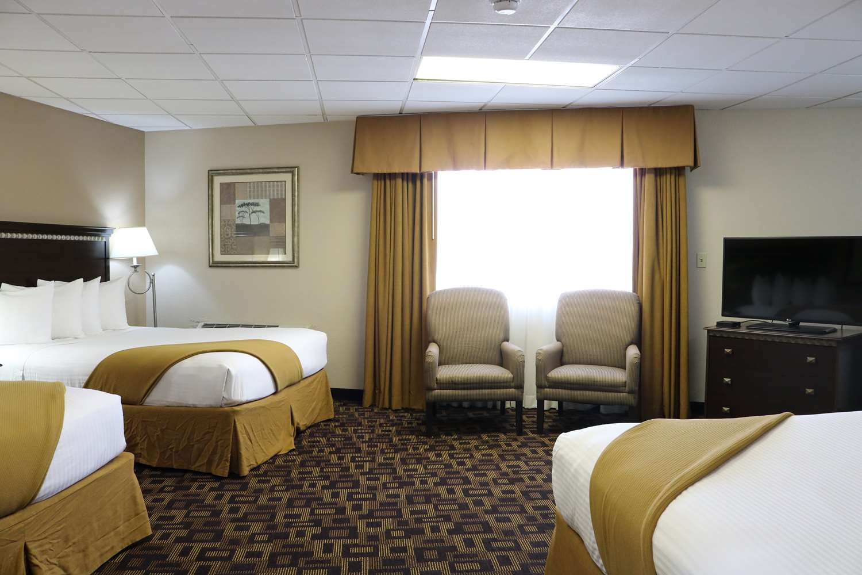 Suite - SureStay Hotel by Best Western McPherson