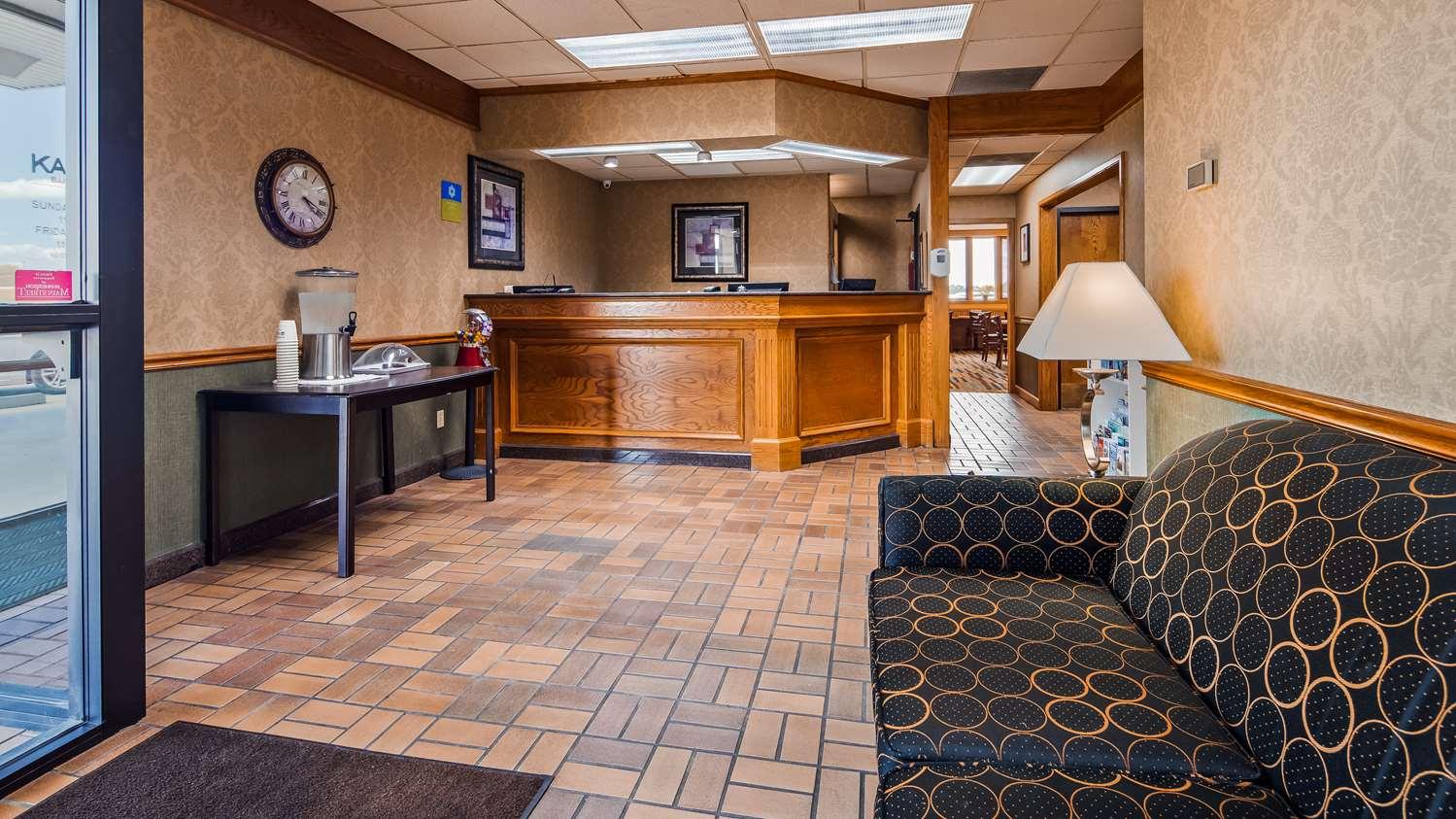 Lobby - SureStay Hotel by Best Western McPherson