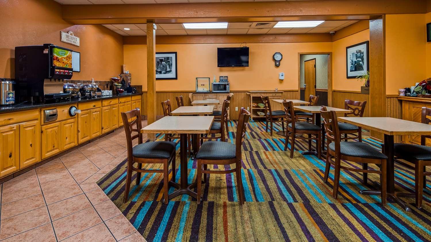 Restaurant - SureStay Hotel by Best Western McPherson