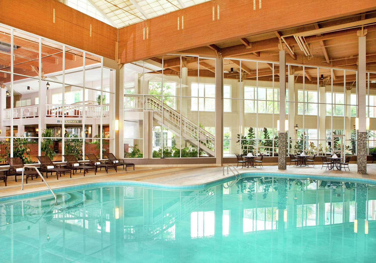 Pool - DoubleTree by Hilton Hotel Burlington
