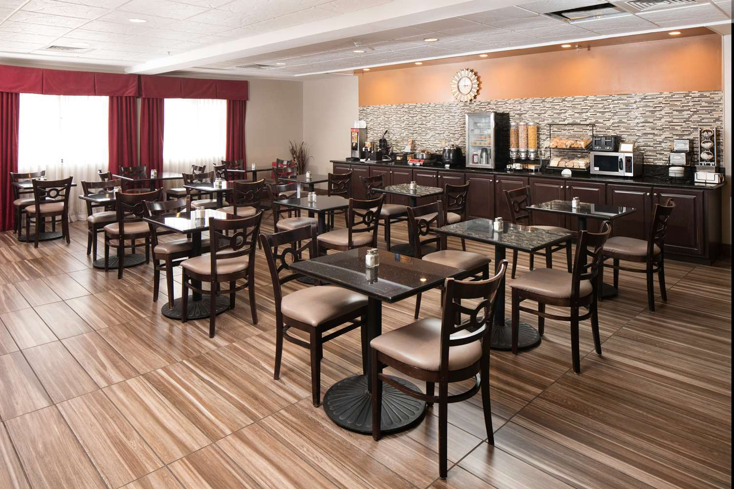 Restaurant - Red Lion Inn & Suites Saraland
