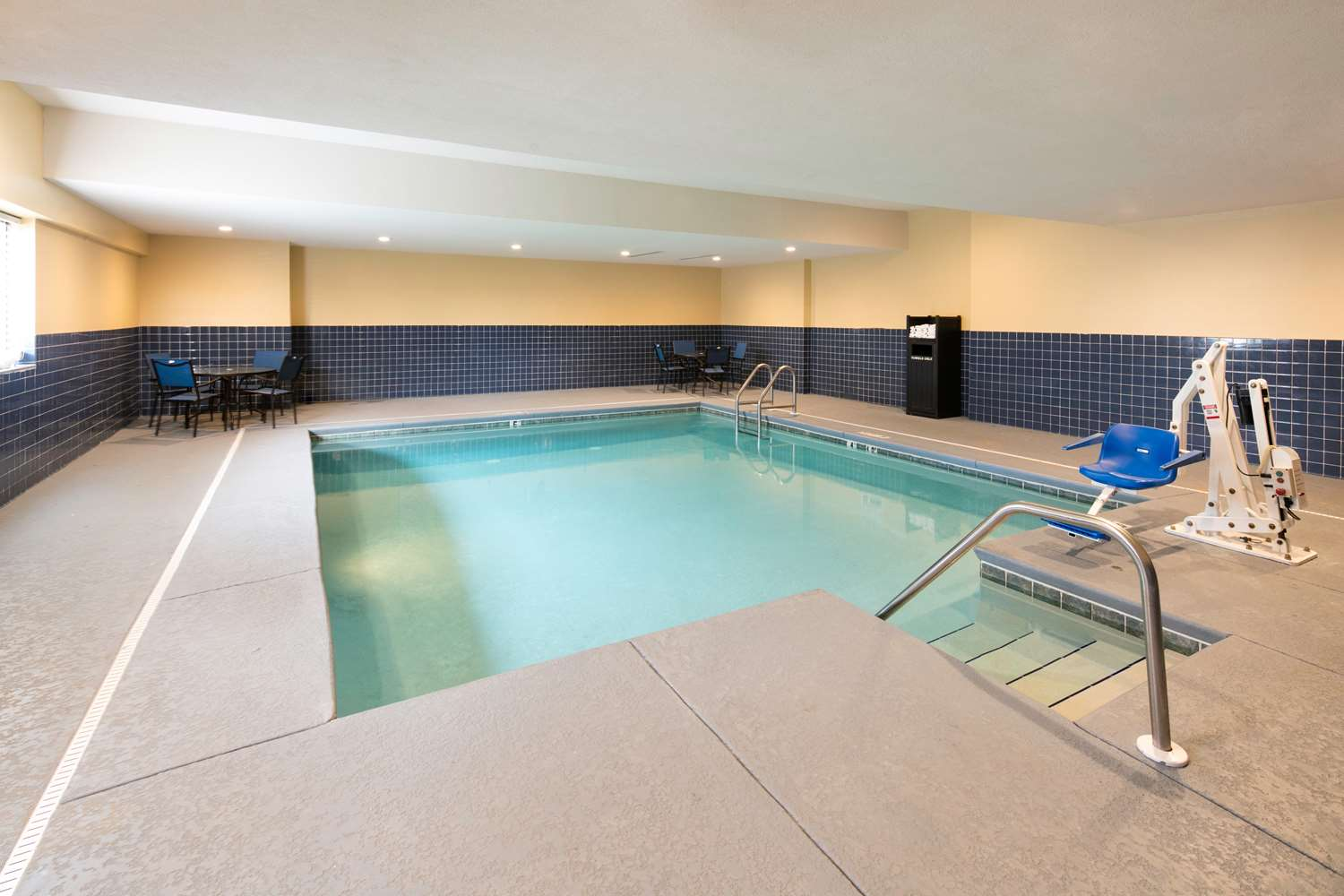Pool - Red Lion Inn & Suites Saraland
