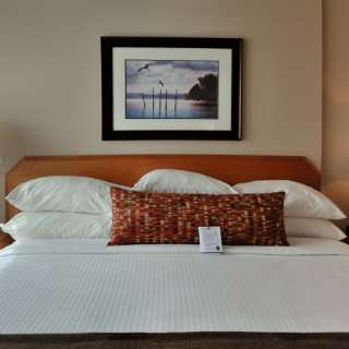 Suite - Embassy Inn Victoria