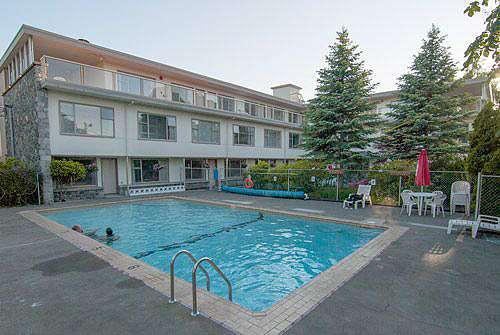 Pool - Embassy Inn Victoria