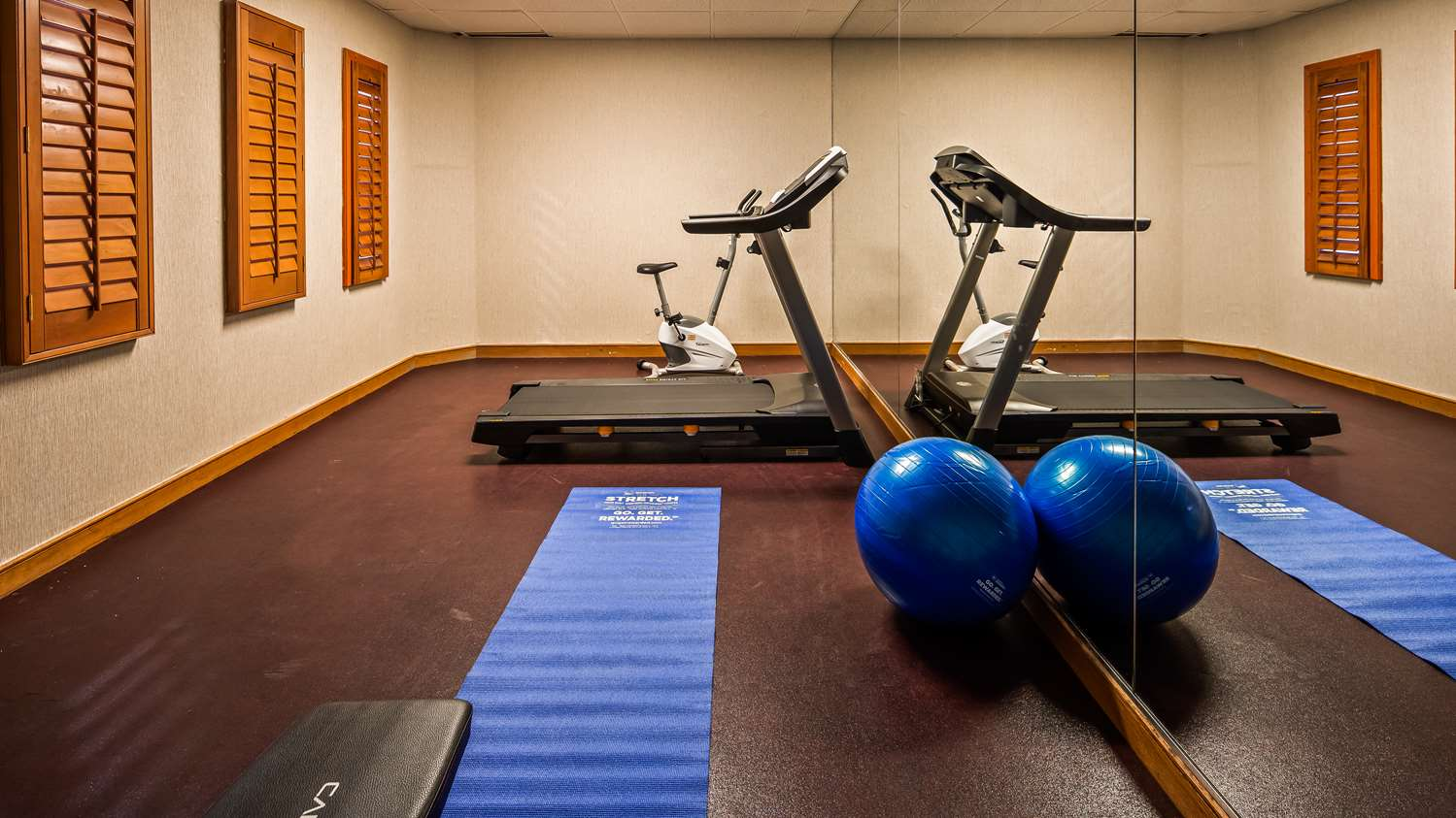 Fitness/ Exercise Room - Surestay Plus Hotel by Best Western Kansas City