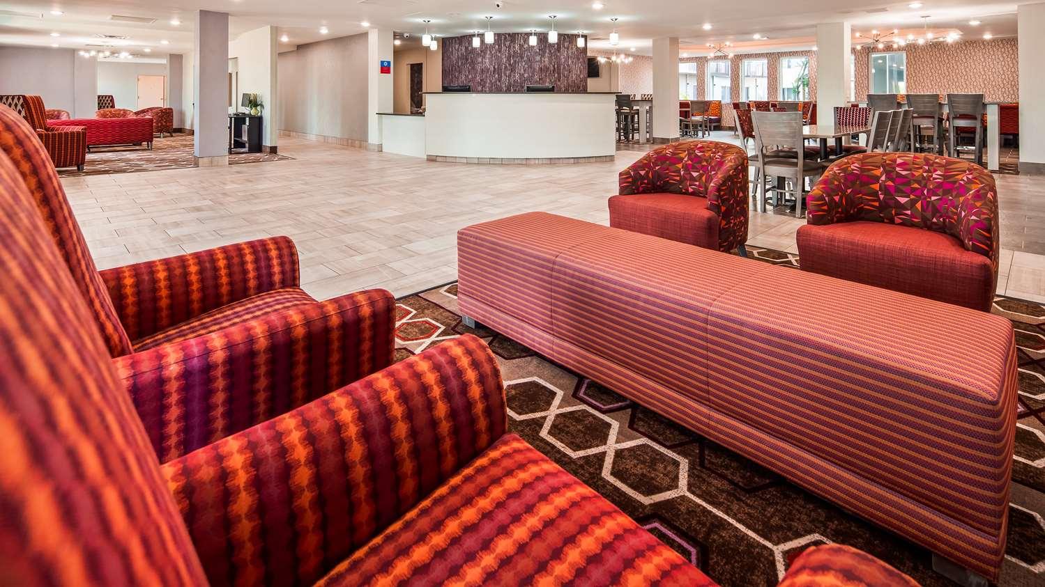 Lobby - Surestay Plus Hotel by Best Western Kansas City