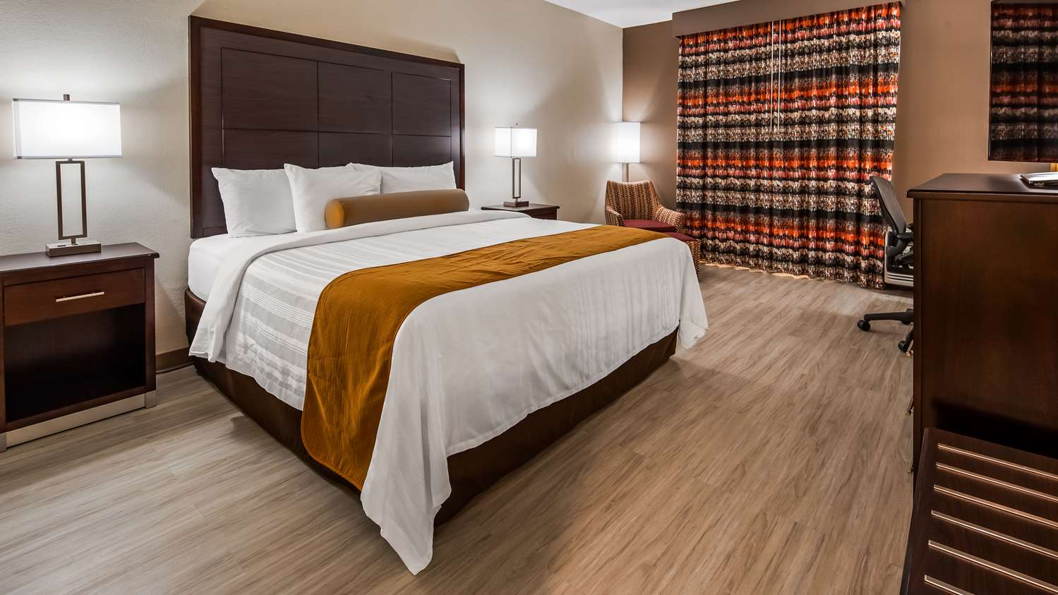 Room - Surestay Plus Hotel by Best Western Kansas City