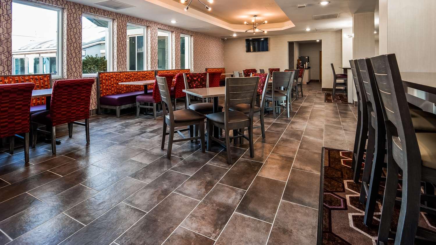 Restaurant - Surestay Plus Hotel by Best Western Kansas City