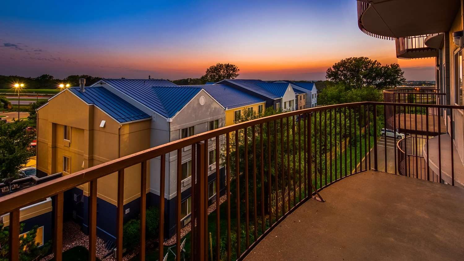 Amenities - Surestay Plus Hotel by Best Western Kansas City