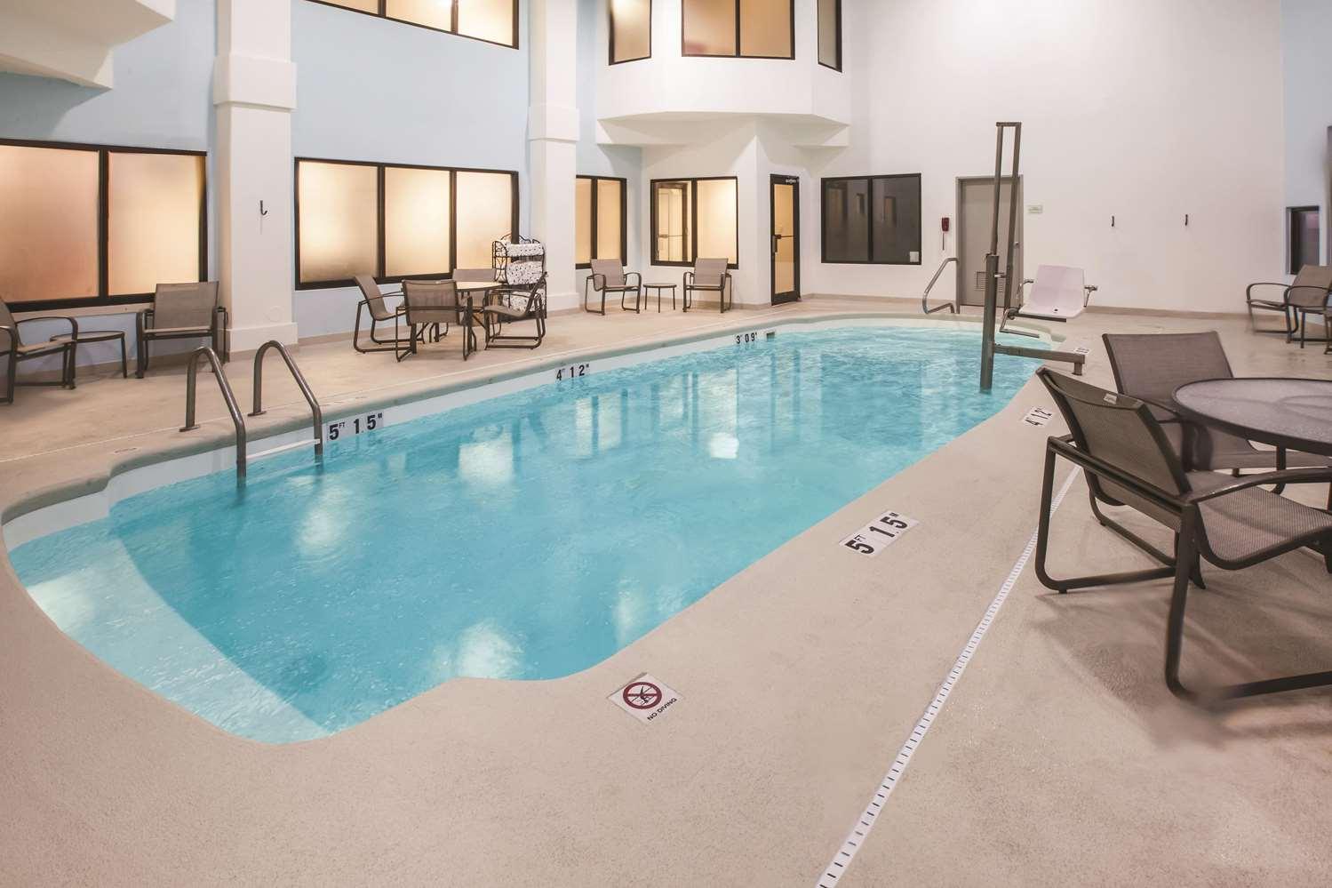 Pool - La Quinta Inn & Suites Kokomo