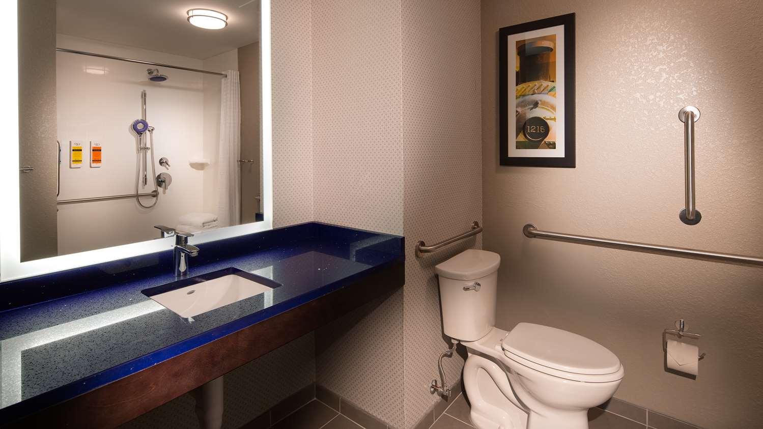 Room - GLo Best Western Asheville Hotel