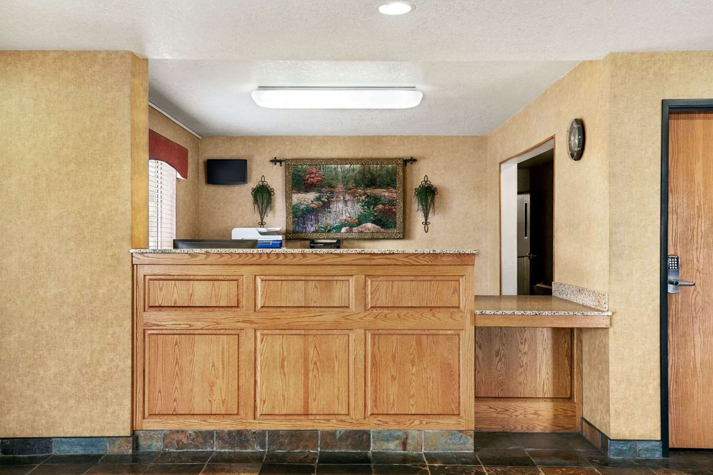Lobby - Baymont Inn & Suites North Platte