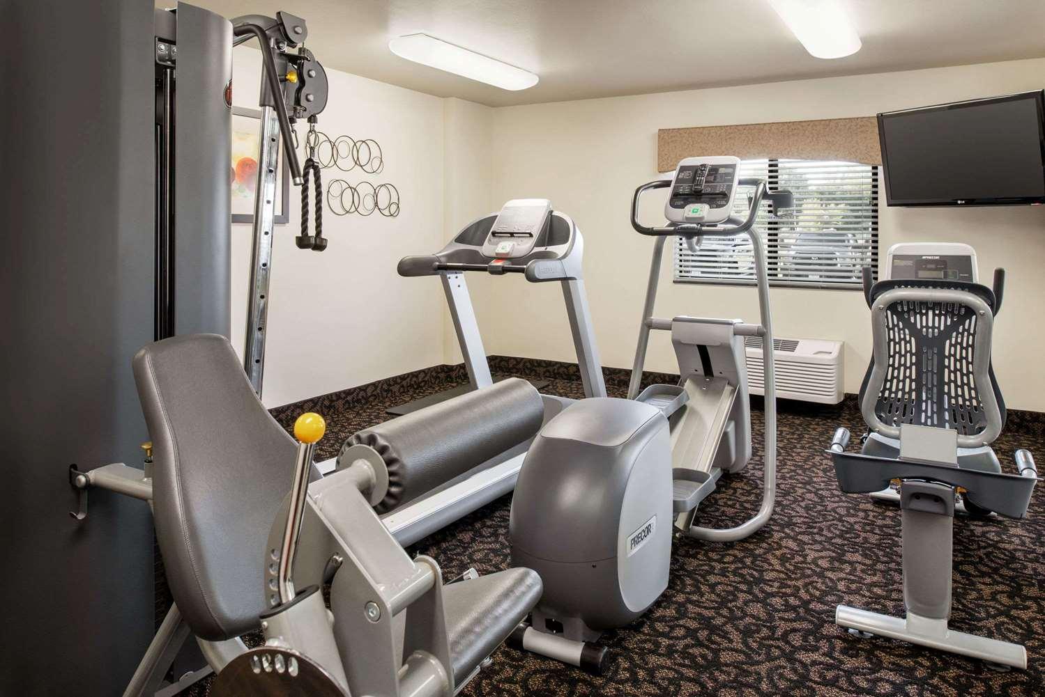 Fitness/ Exercise Room - Baymont Inn & Suites Glenwood