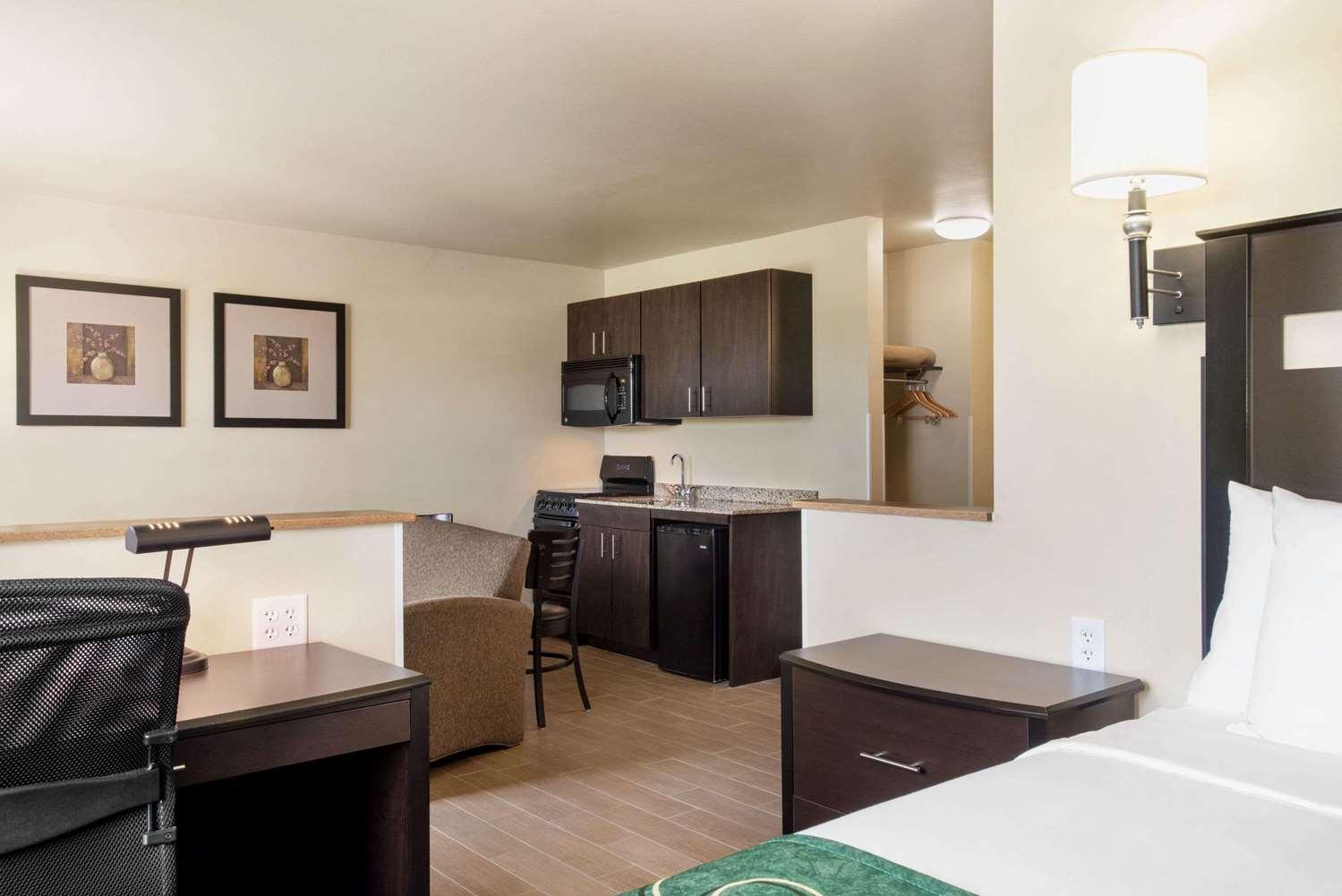 Suite - Baymont Inn & Suites Glenwood