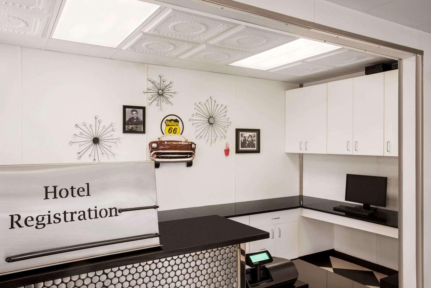 Lobby - Baymont Inn & Suites Glenwood