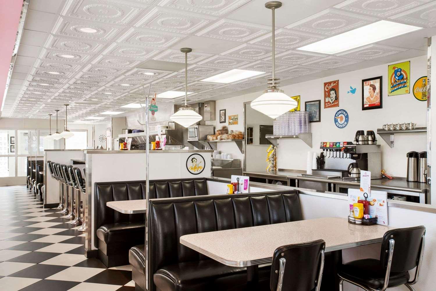 Restaurant - Baymont Inn & Suites Glenwood
