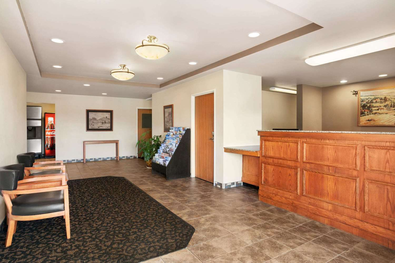 Lobby - Baymont Inn & Suites Buffalo Airport Cheektowaga