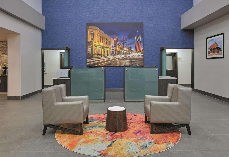 Lobby - La Quinta Inn & Suites South Tyler