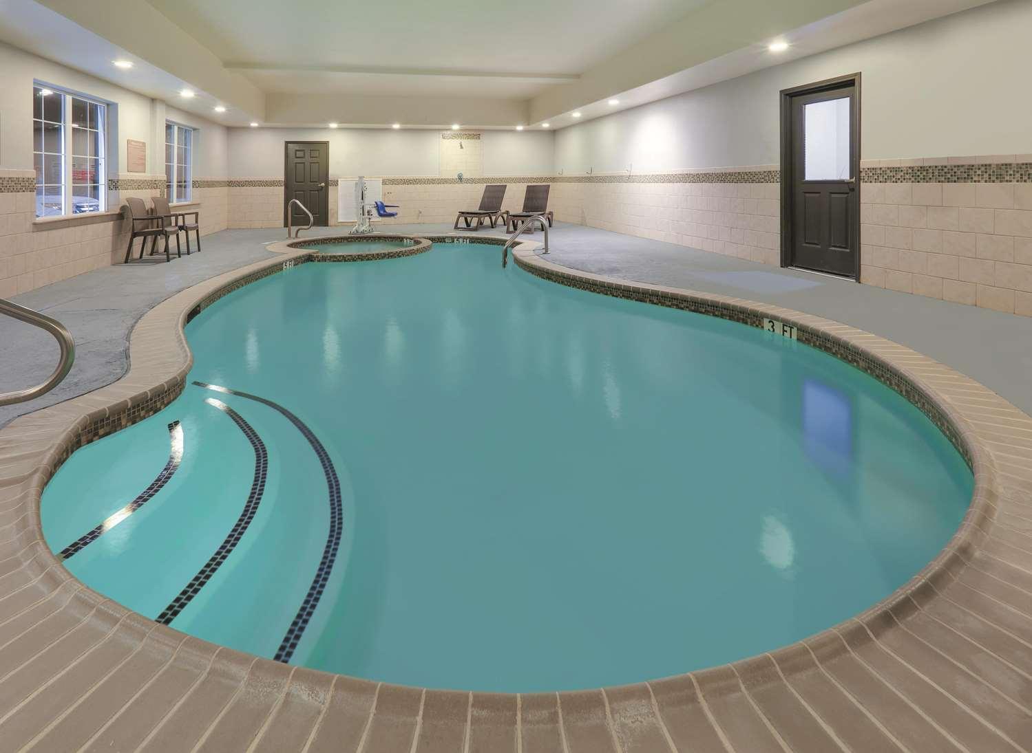 Pool - La Quinta Inn & Suites South Tyler