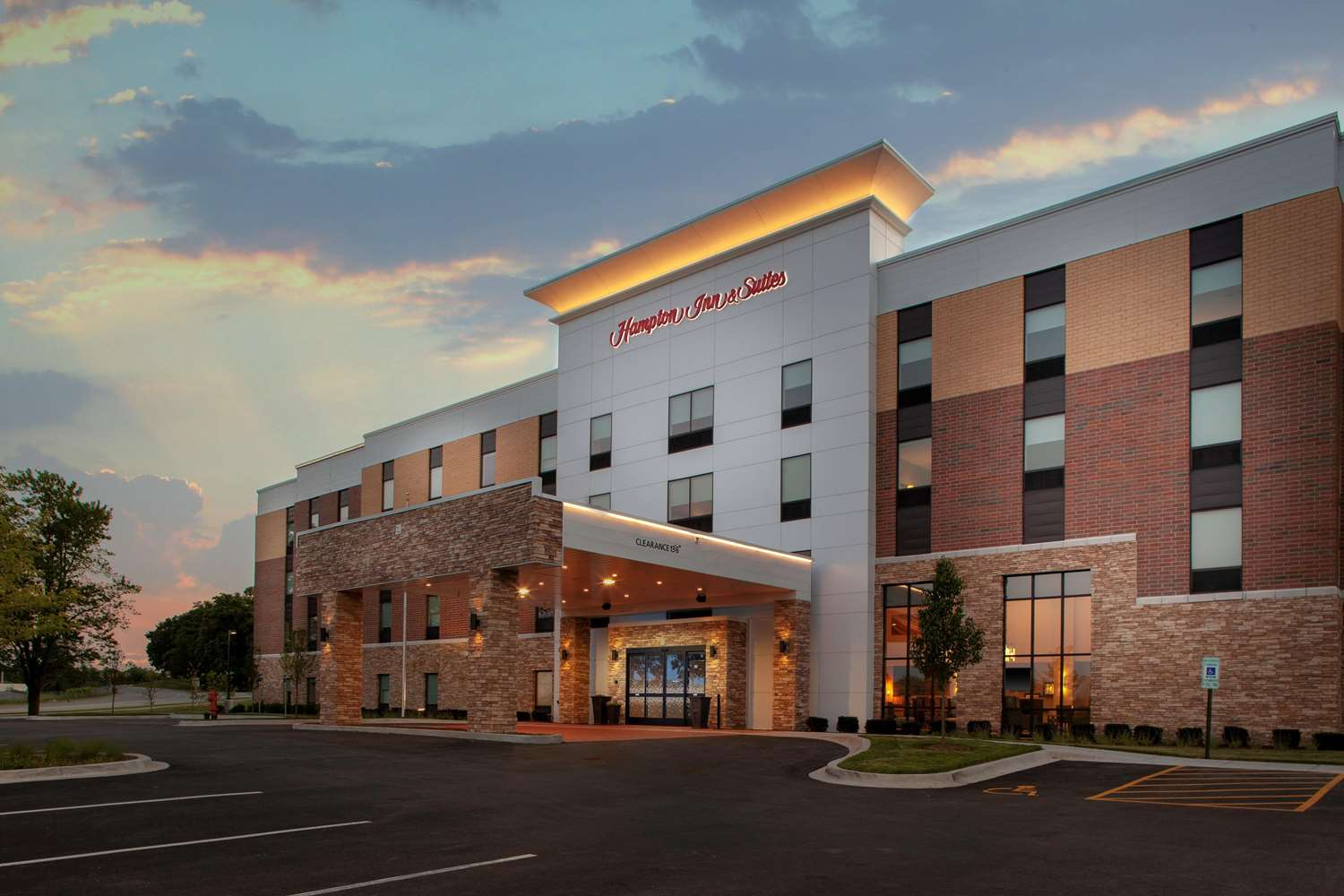 Exterior view - Hampton Inn & Suites Burr Ridge