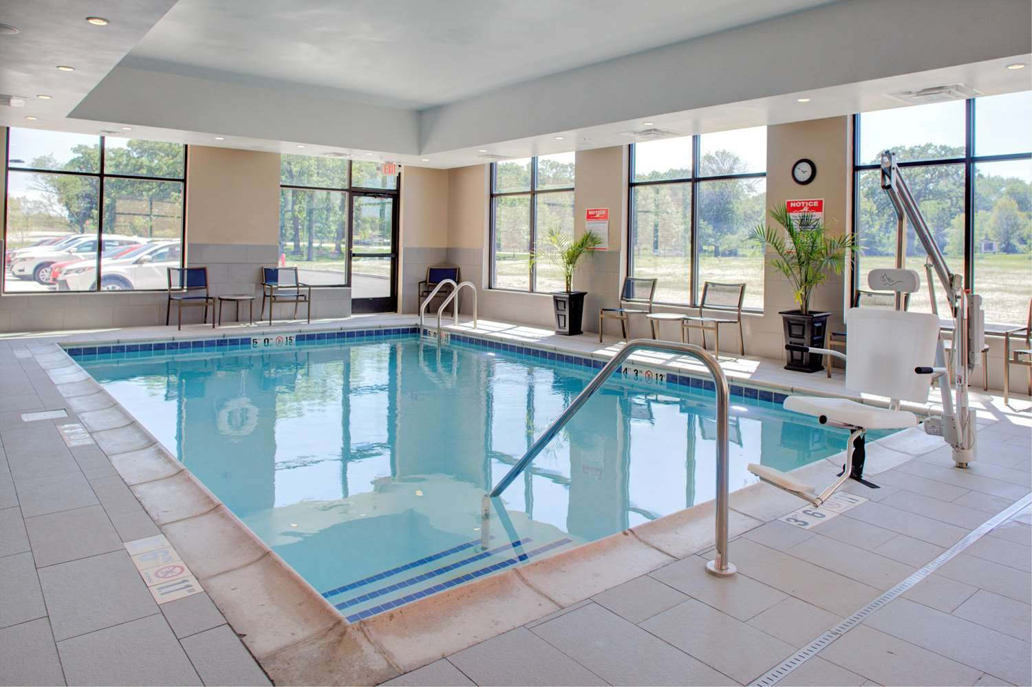 Pool - Hampton Inn & Suites Burr Ridge