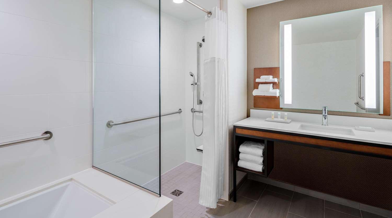 Room - Hilton Garden Inn McCormick Place Chicago