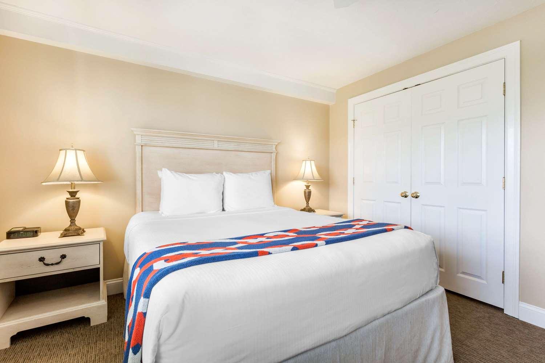 Room - Bluegreen Vacations The Breakers Ocean View Resort Dennis Port