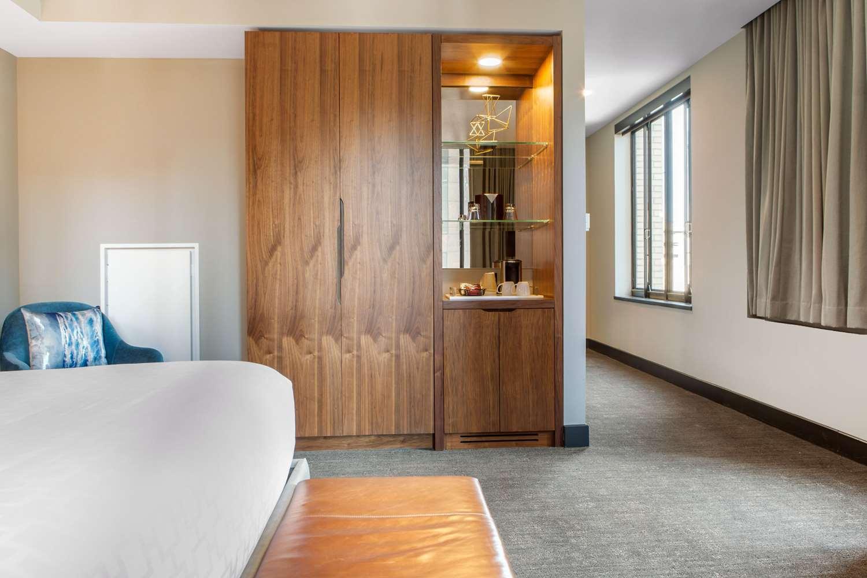 Room - Cambria Suites Downtown Dallas