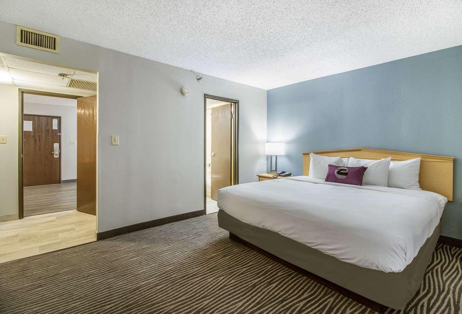 Suite - Clarion Inn & Suites Jackson
