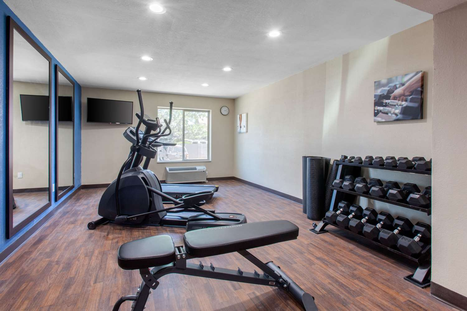 Fitness/ Exercise Room - Comfort Inn & Suites Lakeside