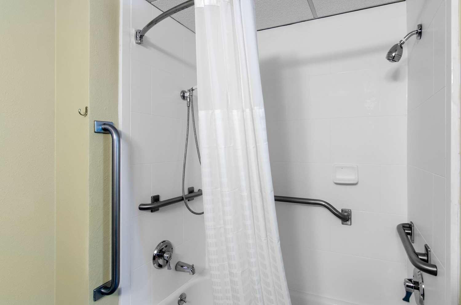 Room - Comfort Inn & Suites Wichita