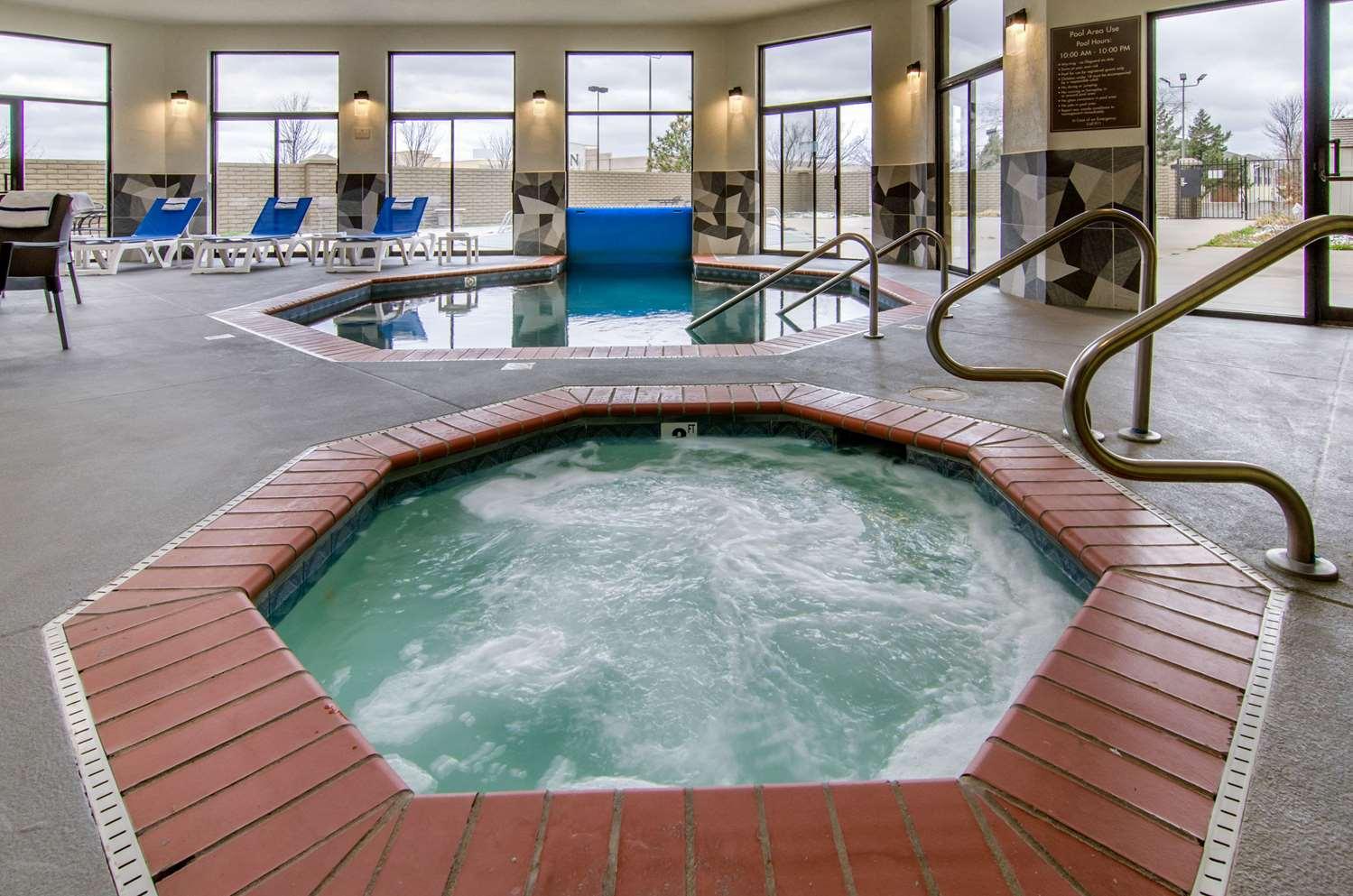 Pool - Comfort Inn & Suites Wichita