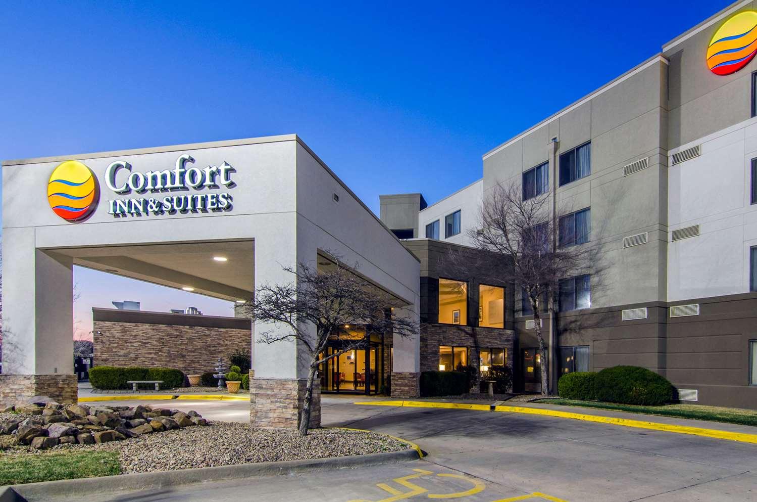 Exterior view - Comfort Inn & Suites Wichita