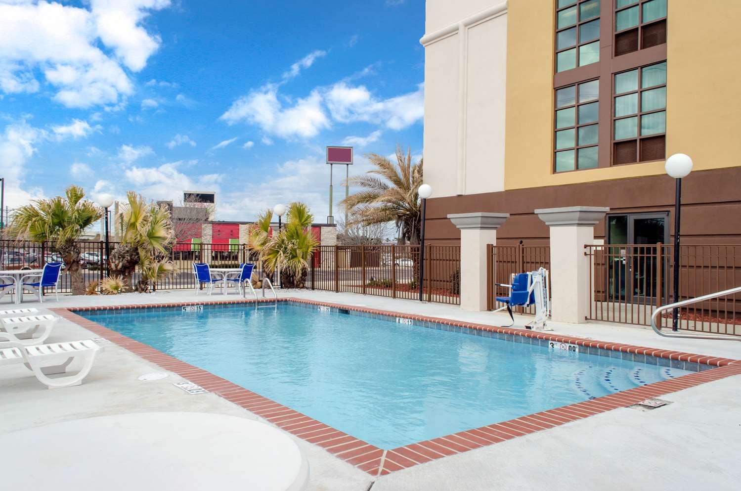Pool - Comfort Inn & Suites D'Iberville