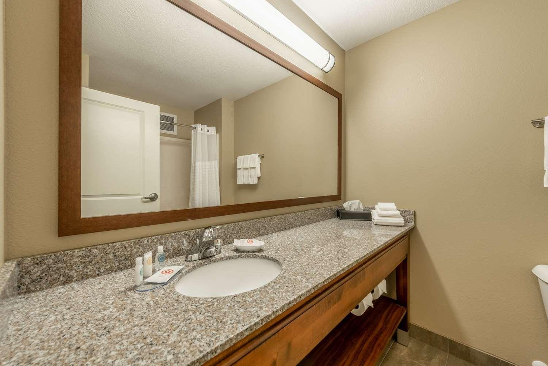 Room - Comfort Inn & Suites Chisago
