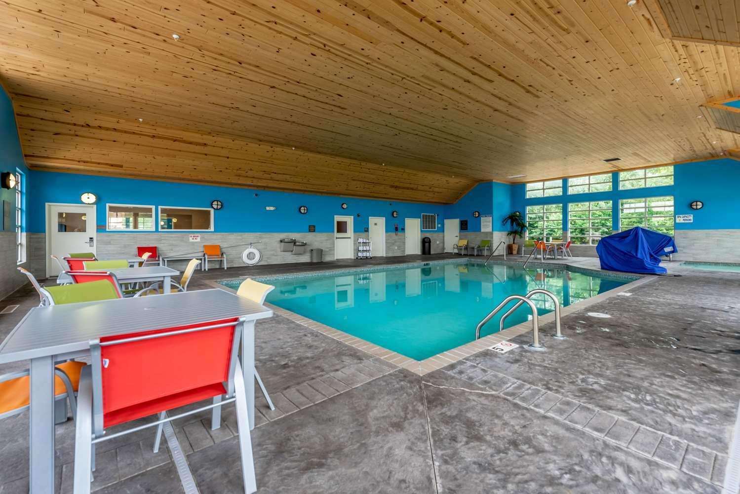 Pool - Comfort Inn & Suites Chisago