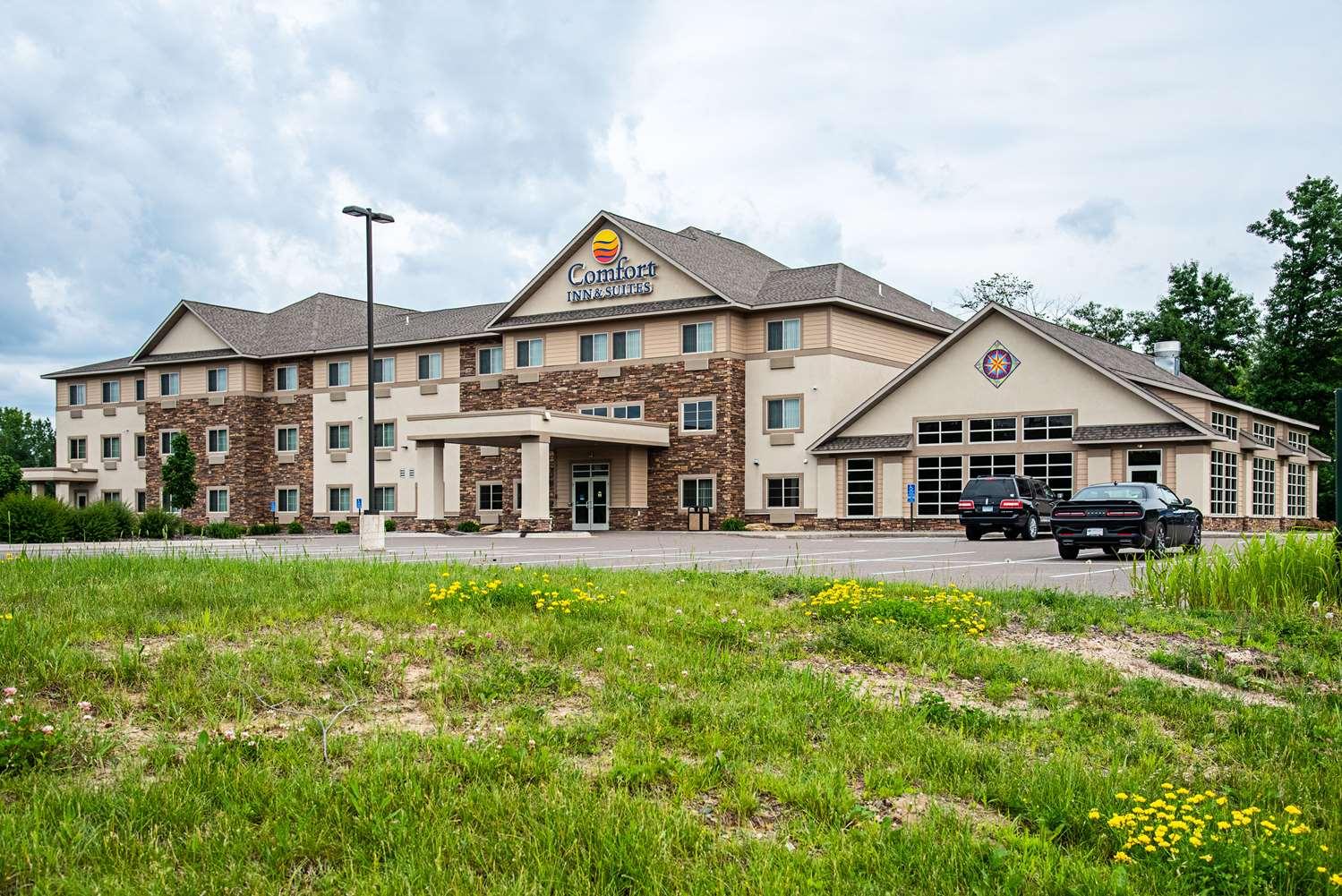 Exterior view - Comfort Inn & Suites Chisago