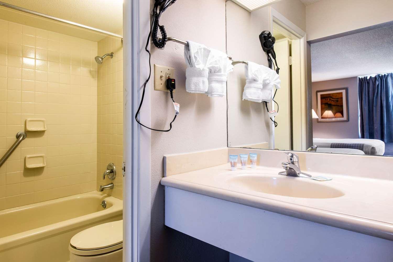 Suite - Econo Lodge Airport Orlando