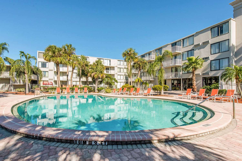 Pool - Econo Lodge Airport Orlando
