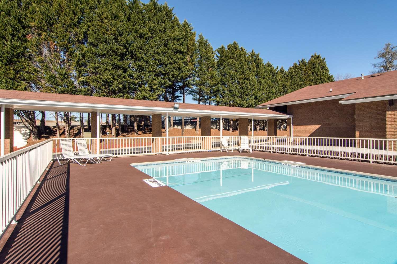 Pool - Quality Inn Toccoa