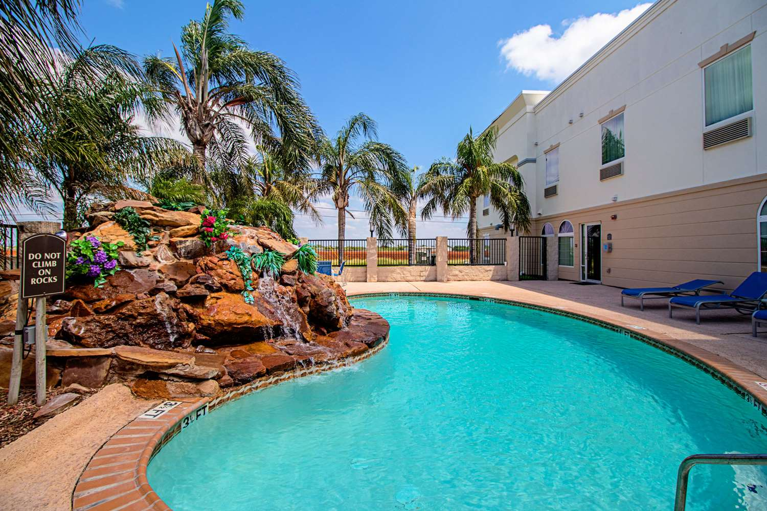 Pool - Quality Inn & Suites Robstown