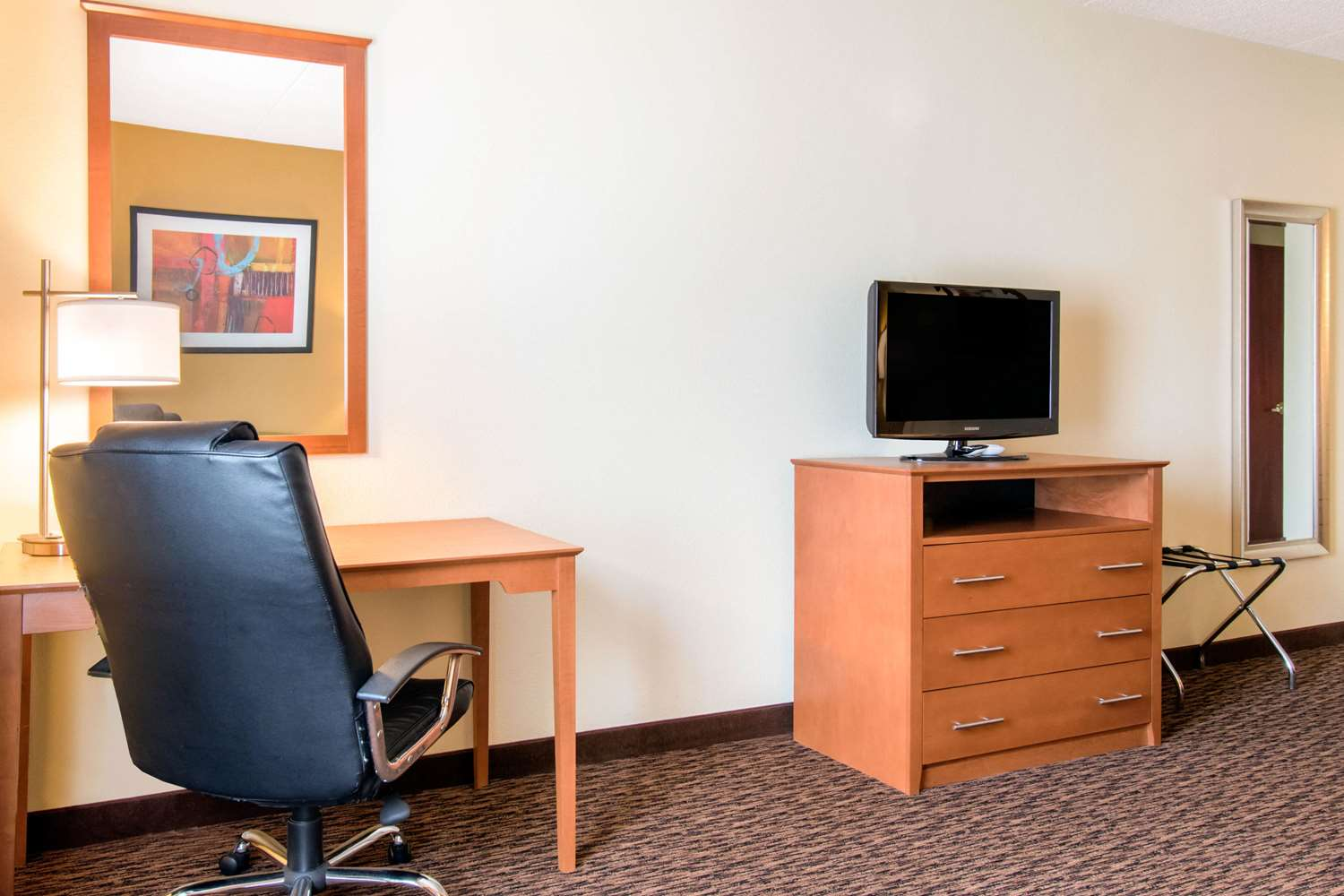 Room - Quality Inn & Suites Shippen Place Hotel Shippensburg