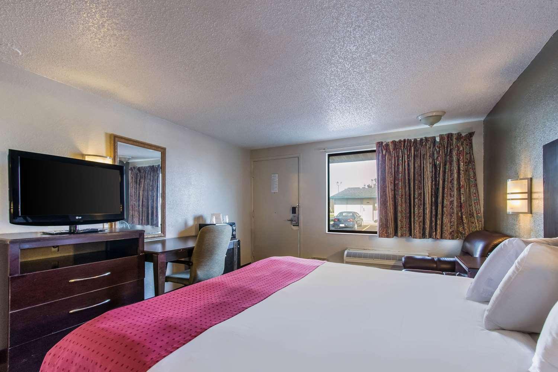 Room - Rodeway Inn North Canton