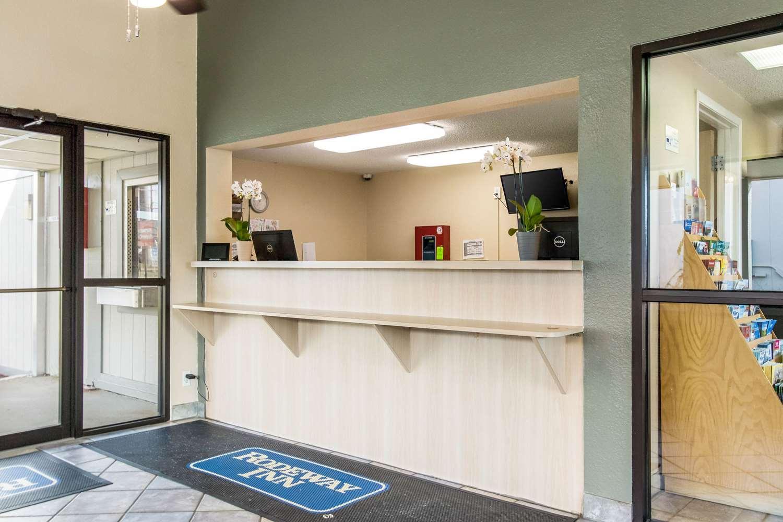 Lobby - Rodeway Inn North Canton