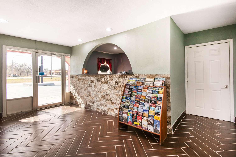 Lobby - Rodeway Inn Pauls Valley