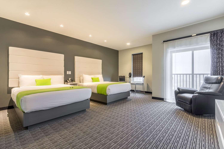 Room - Wallhouse Hotel Walnut Creek